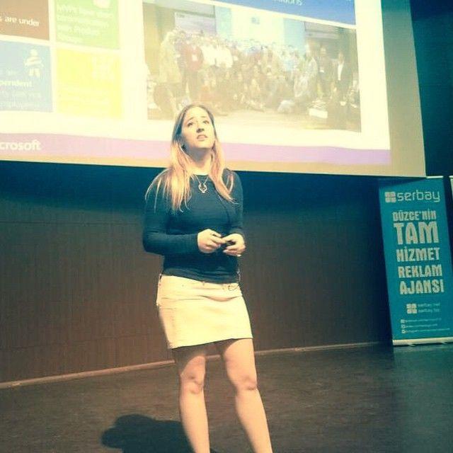 Microsoft Orta Doğu ve Afrika MVP Topluluğu Yöneticisi Hande Karadeniz Torkan BTFEST'15 konferansında.