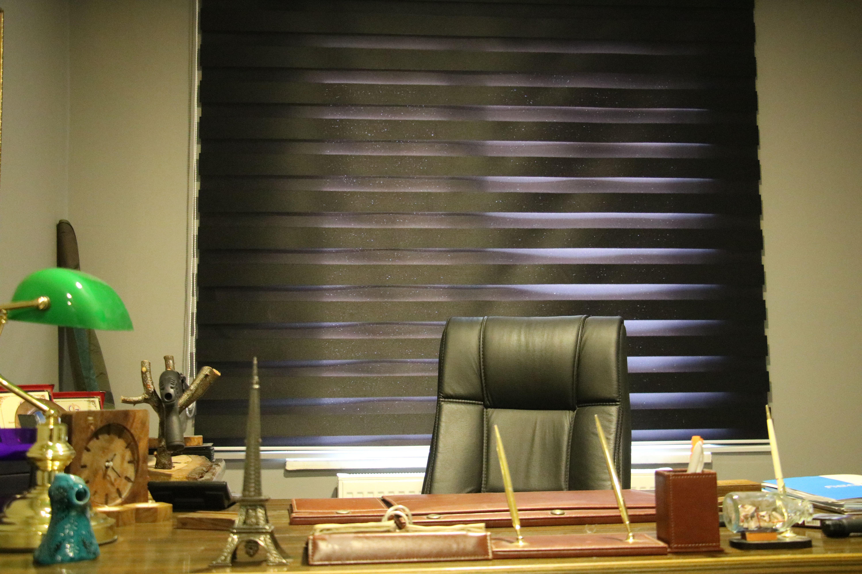 Ajans Başkanının koltuğunda gözün varsa Photoshop yeteneğini konuştur.