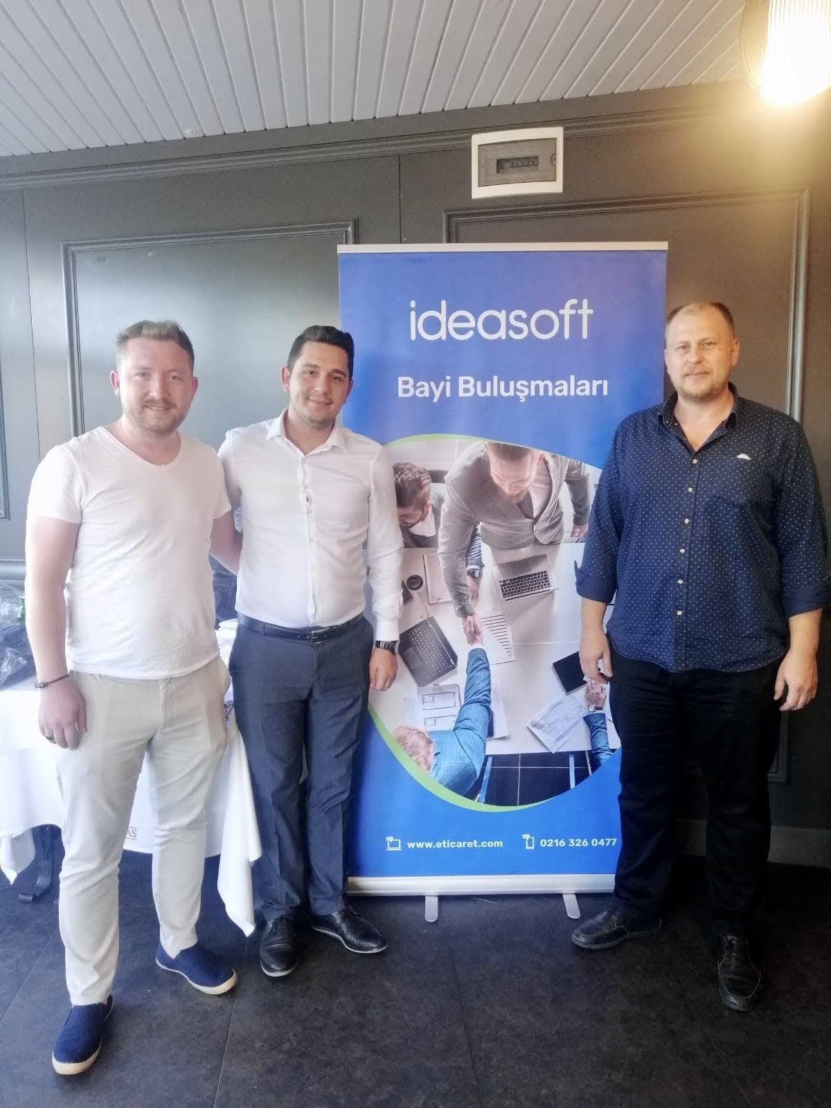 Serbay Interactive kurucu ortağı ve Kreatif Direktörü Özkan Gözütok, IdeaSoft Bölge Satış Müdürü Kaan Balcı, Serbay Interactive kurucu ortağı ve ajans başkanı Görkem Özdemir
